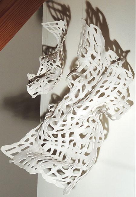 """""""Fächerkorallen"""": Wandobjekt: Installation mit 6 Objekten aus Paperclay und weißer Porzellanengobe von Christine Neubauer"""
